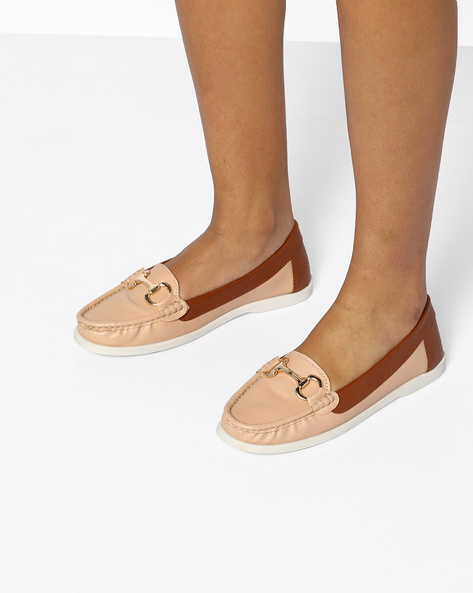 Moccasins With Metallic Detail By Carlton London ( Nude )
