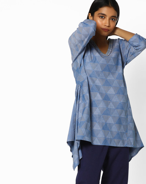 Printed Tunic With Dipped Hems By AJIO ( Navyblue )