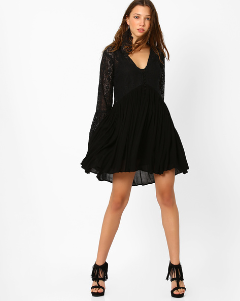 Lace Mini Dress With Bell Sleeves By Glamorous ( Black )