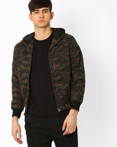 Regular Fit Camouflage Print Quilted Jacket By Fort Collins ( Green )