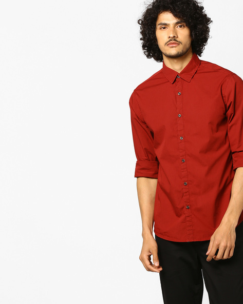Slim Fit Shirt With Spread Collar By AJIO ( Red )