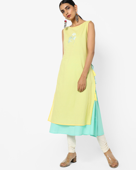 Layered Sleeveless Kurta With Floral Embroidery By AJIO ( Yellow )