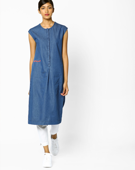 Sleeveless Denim Kurta With Concealed Button Placket By AJIO ( Navyblue )