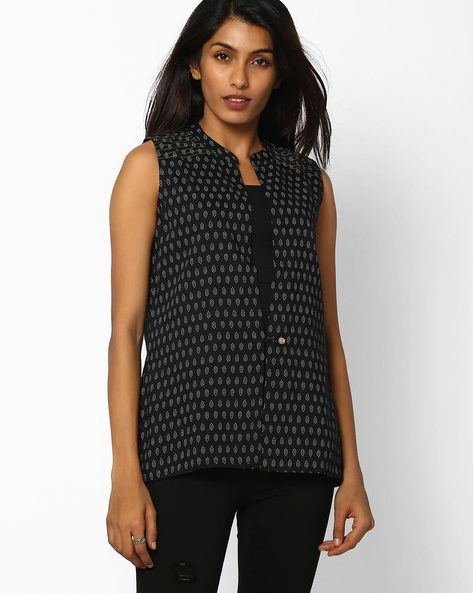 Printed Waistcoat With Mandarin Collar By Avaasa Ariah ( Black )