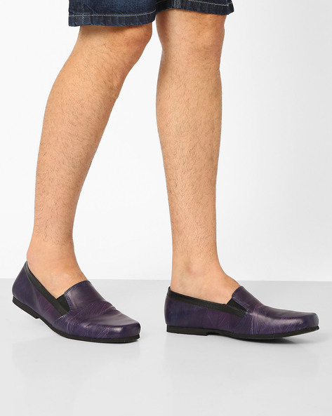 Feather Print Slip-On Shoes By Funk ( Black )