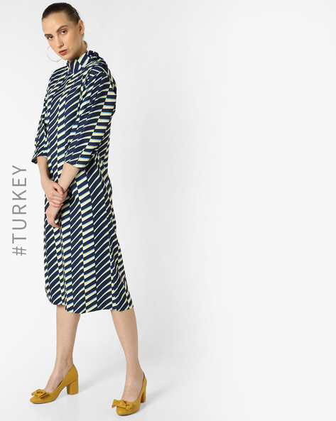 Printed Shift Dress With Side Slits By TRENDYOL ( Navyblue )