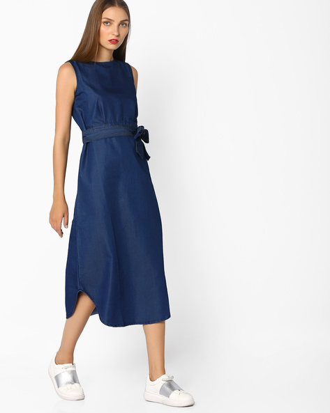 Sleeveless Denim Sheath Dress With Tie-Up By AJIO ( Blue )