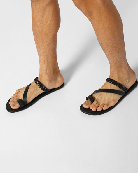 Flip-Flops With Toe-Ring By AJIO ( Black )