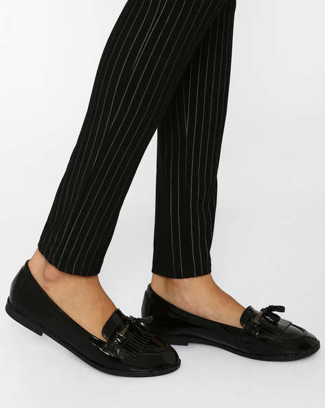 Patent Loafers With Tassels By Tresmode ( Black )