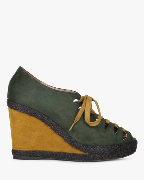 Colourblock Wedges With Cut-Outs By AJIO ( Olive )