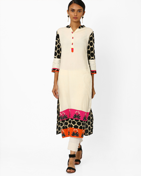 Straight Kurta With Embroidery By Kifahari ( White )