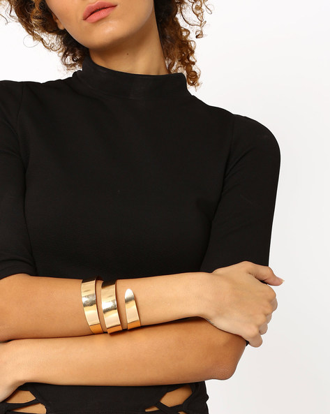 Minimal Twister Arm Cuff By Joker & Witch ( Gold )