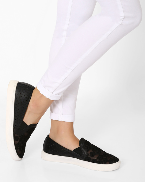 Casual Shoes With Side Cutouts By AJIO ( Black )