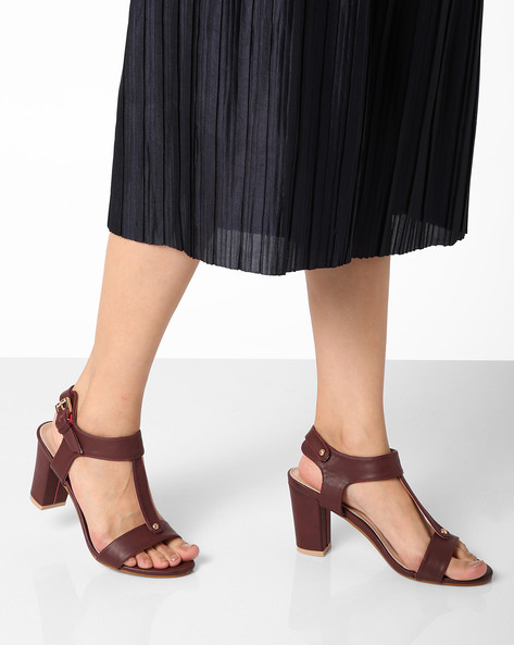 Strappy Sandals With Chunky Heels By AJIO ( Maroon )