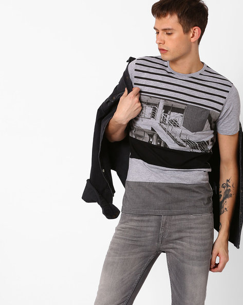 Graphic Print T-shirt With Patch Pocket By Killer ( Black )
