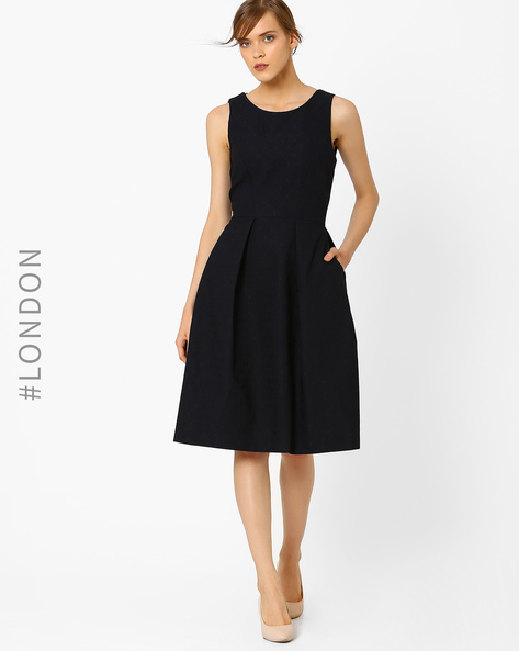 Textured Fit & Flare Dress With V-Back By Closet London ( Navyblue )
