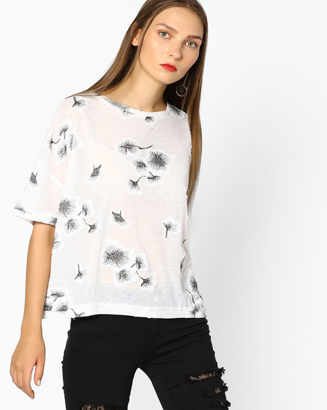 Top With Floral Applique By Ginger By Lifestyle ( Offwhite )