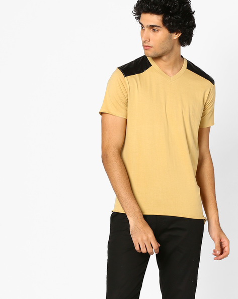 V-neck T-shirt With Contrast Panels By BLOTCH ( Brown )