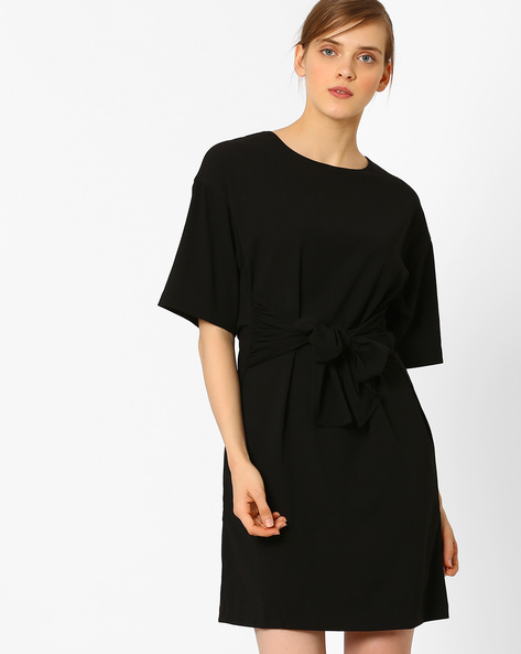 Shift Dress With Waist Tie-Up By AJIO ( Black )