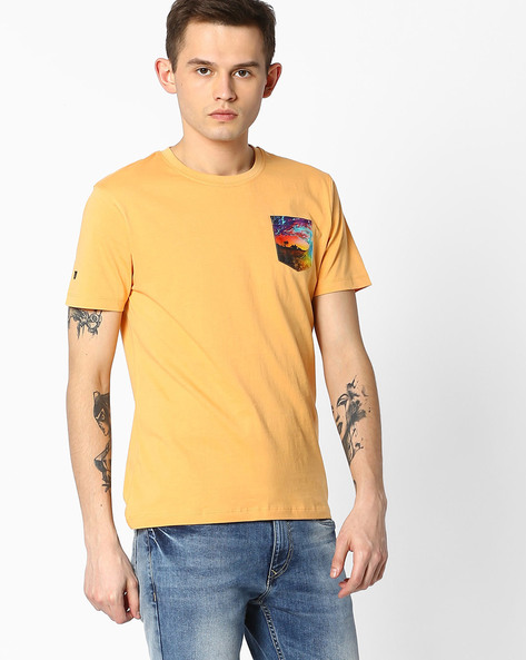 Crew-Neck T-shirt With Patch Pocket By WRANGLER ( Orange )