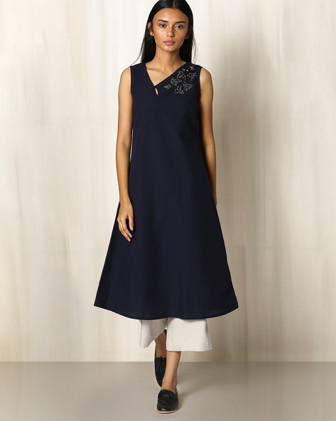 Cotton Sleeveless Kurta With Embroidery By The Wooden Closet ( Navyblue )