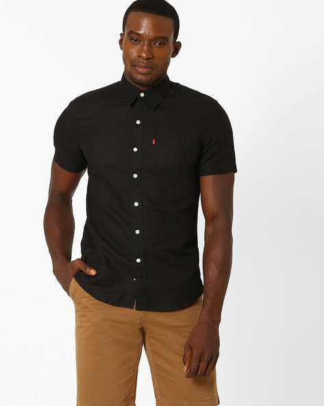Short Sleeved Shirt With Curved Hem By LEVIS ( Black )