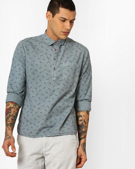 Overdyed Feather Print Slim Fit Shirt By AJIO ( Blue )