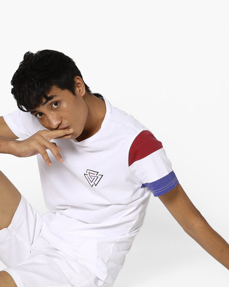 Slim Fit T-shirt With Colourblock Sleeves By AJIO ( White )