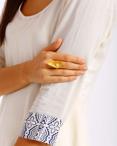 Pearl Cabushion Ring By AJIO ( Gold )