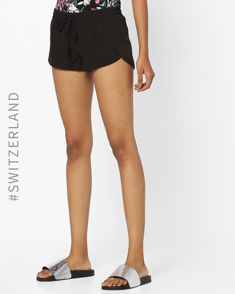 Mid Rise Shorts With Waist Tie-Up By TALLY WEiJL ( Black )