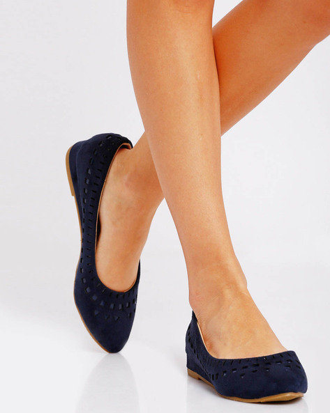 Ballerinas With Cut-Out Details By Jove ( Blue )