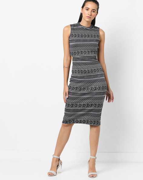 Geometric Print Sleeveless Sheath Dress By Ginger By Lifestyle ( Offwhite )