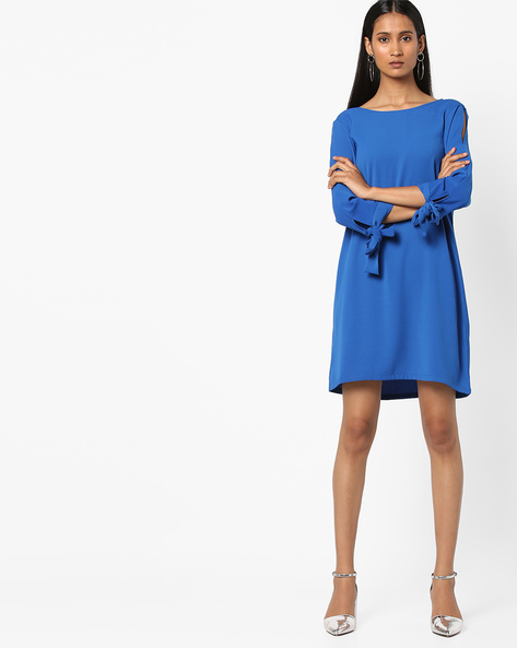 Shift Dress With Cut-Out Sleeves By AJIO ( Blue )