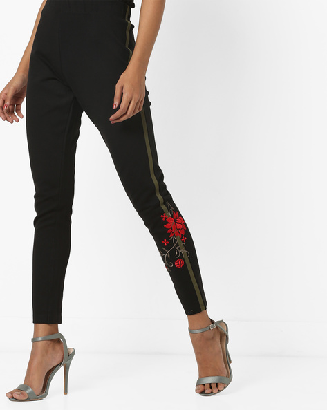 Mid-Rise Leggings With Placement Floral Embroidery By AJIO ( Black )