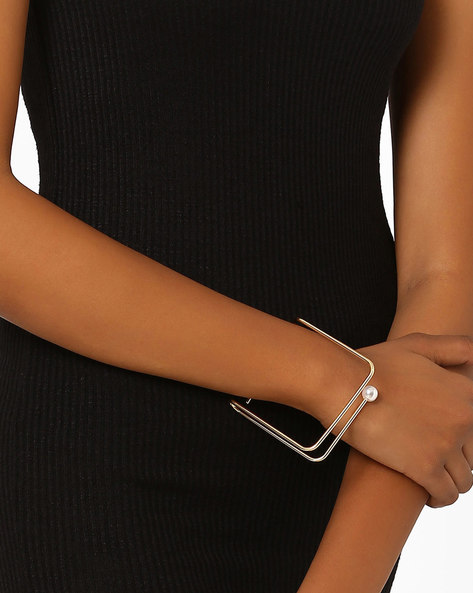 Stylised Bangle With Pearl By AJIO ( Gold )