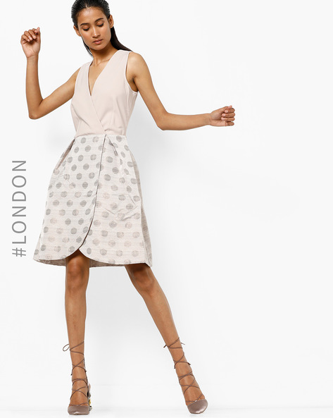 Printed Sleeveless Dress With Tulip Hem By Closet London ( Gold )