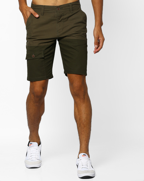 Two-Toned Shorts With Flap Pockets By AJIO ( Olive )