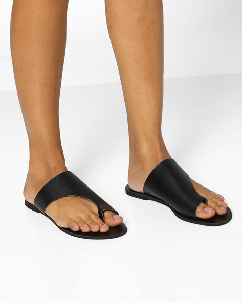 Faux Leather Toe-Ring Flat Sandals By AJIO ( Black )