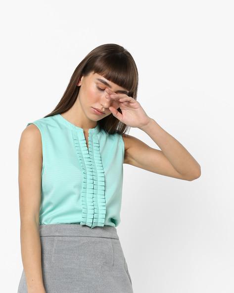 Textured Sleeveless Top With Mandarin Collar By AJIO ( Green )
