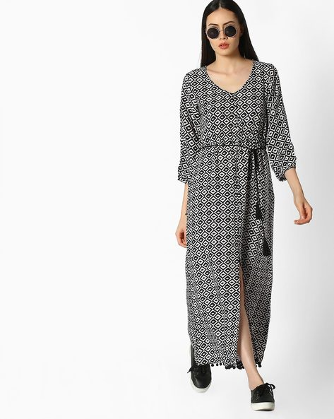 Geometric Print Maxi Dress With Front Slit By COLOUR ME ( Black )