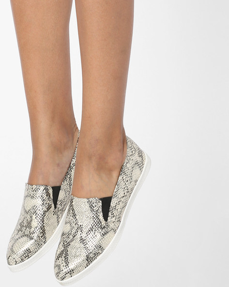 Textured Slip-On Casual Shoes By Carlton London ( Black )