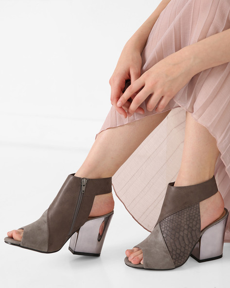 Peep-Toe Chunky Heeled Sandal By AJIO ( Grey )