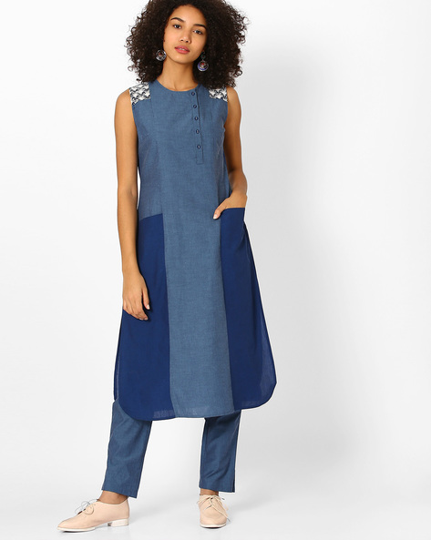 Panelled Colourblock Sleeveless Kurta By AJIO ( Blue )