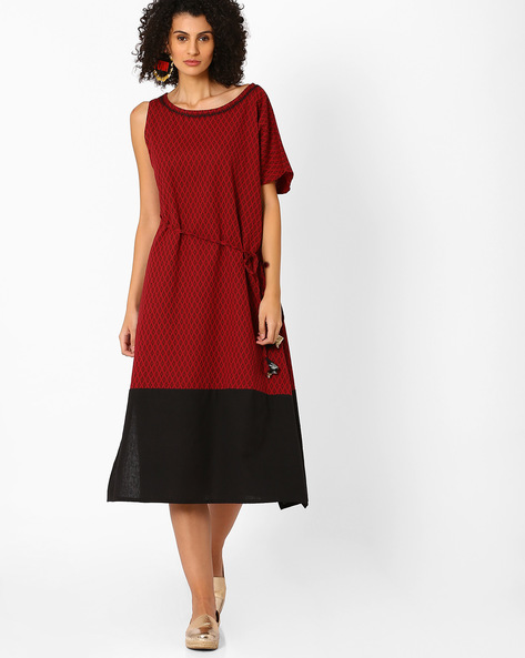Printed Dress With Asymmetrical Sleeves By AJIO ( Maroon )