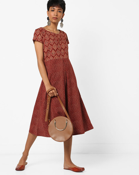 Printed Flared Midi Dress By AJIO ( Maroon )