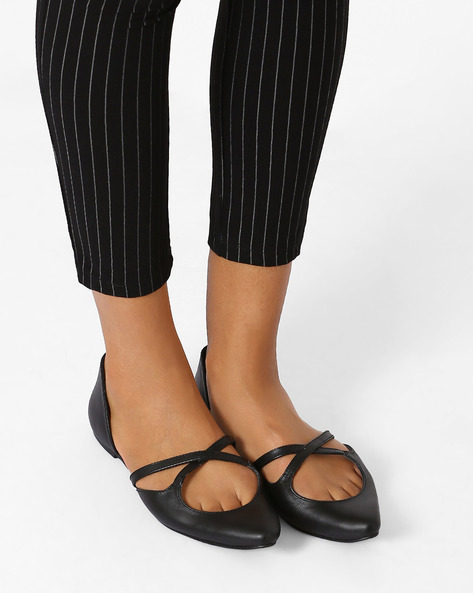 Genuine Leather Pointy-Toe Flat Shoes By Inara ( Black )