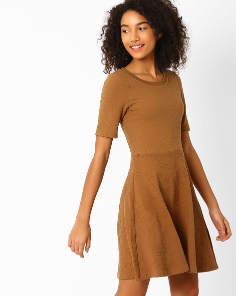 Textured Fit & Flare Dress By Vero Moda ( Brown )
