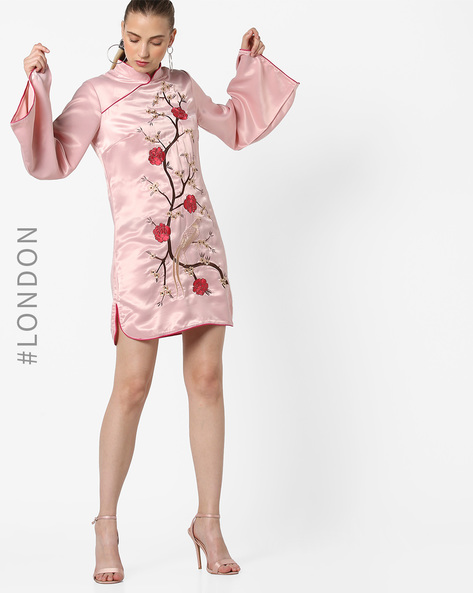 Floral Embroidered Shift Dress By Glamorous ( Lightpink )