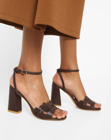 Chunky Heeled Sandal With Laser Cut Detail By AJIO ( Coffee )