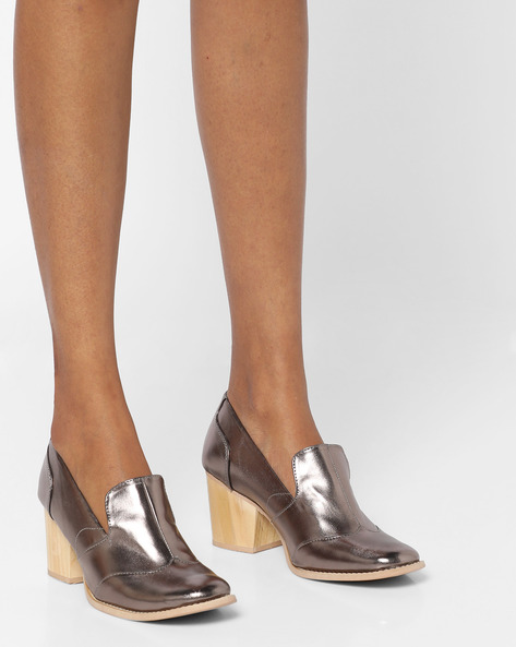 Panelled Shoes With Block Heels By AJIO ( Pewter )
